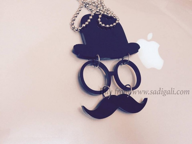 DESIGNER CAR HANGING MUSTACHE WITH SILVER CHAIN FRONT MIRROR CAR HANGING